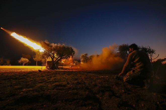 7 ngày qua ảnh: Quân đội Thổ Nhĩ Kỳ phóng tên lửa vào quân đội Syria - Ảnh 6.