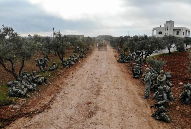 7 ngày qua ảnh: Quân đội Thổ Nhĩ Kỳ phóng tên lửa vào quân đội Syria - Ảnh 5.