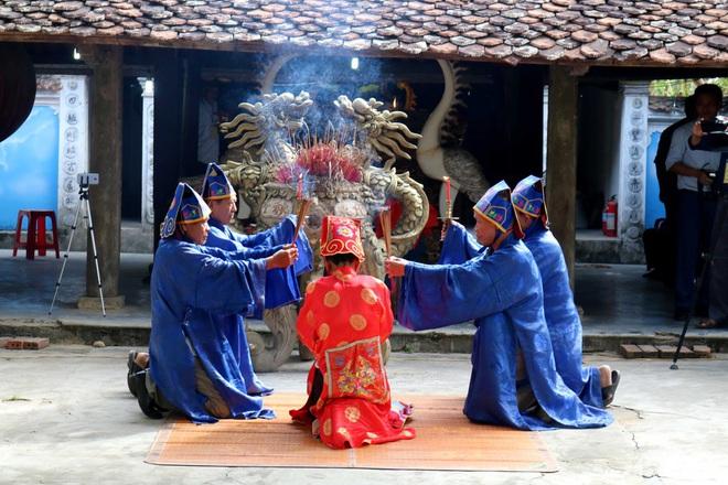 Nghệ thuật điêu khắc và báu vật gây kinh ngạc ở đền cổ Linh Kiếm - Ảnh 2.