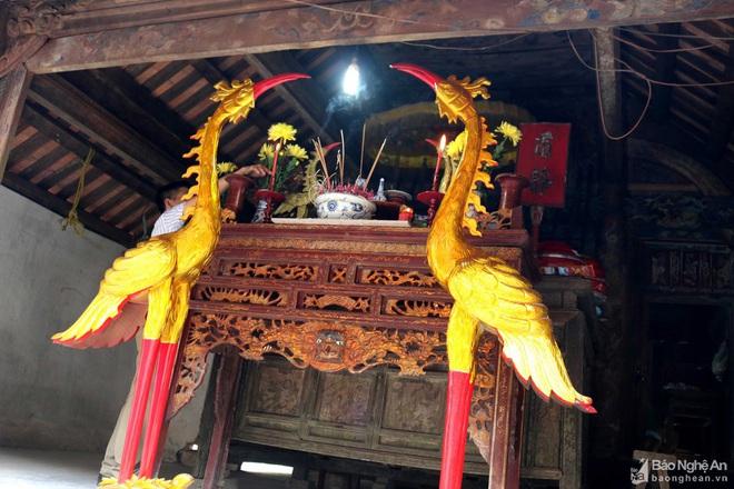 Nghệ thuật điêu khắc và báu vật gây kinh ngạc ở đền cổ Linh Kiếm - Ảnh 3.