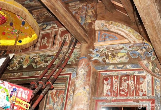 Nghệ thuật điêu khắc và báu vật gây kinh ngạc ở đền cổ Linh Kiếm - Ảnh 4.