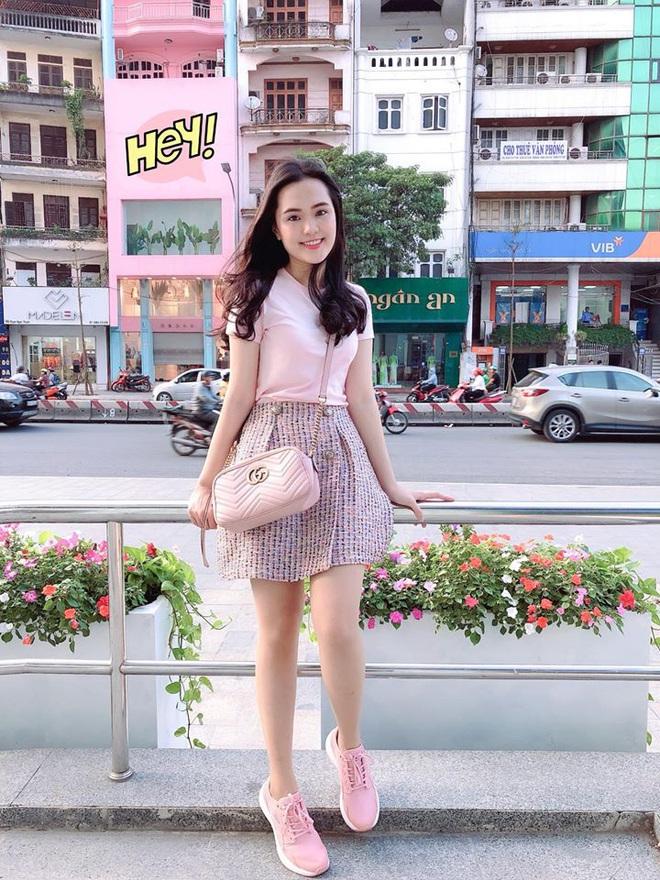 """Sau đám cưới long lanh bạc tỷ cùng cầu thủ Duy Mạnh, Quỳnh Anh lập tức """"nhập vai"""" với tình tượng gái đã có chồng bằng bộ đồ bộ trên Đông dưới Tây lại không son phấn - Ảnh 6."""