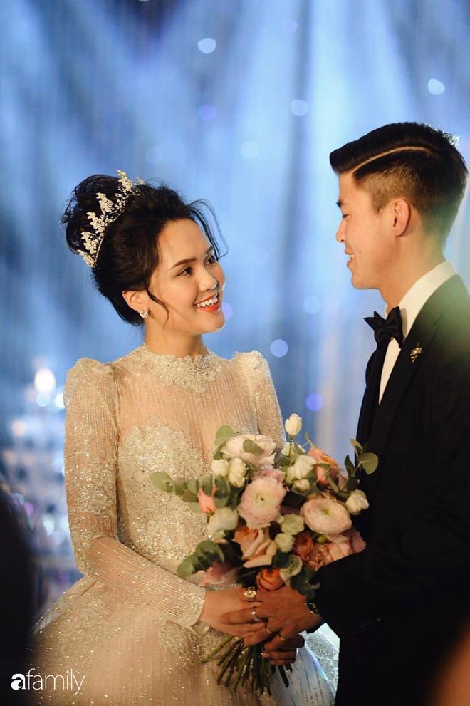 """Sau đám cưới long lanh bạc tỷ cùng cầu thủ Duy Mạnh, Quỳnh Anh lập tức """"nhập vai"""" với tình tượng gái đã có chồng bằng bộ đồ bộ trên Đông dưới Tây lại không son phấn - Ảnh 7."""