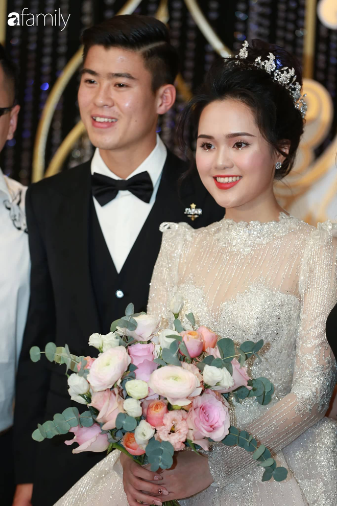 """Sau đám cưới long lanh bạc tỷ cùng cầu thủ Duy Mạnh, Quỳnh Anh lập tức """"nhập vai"""" với tình tượng gái đã có chồng bằng bộ đồ bộ trên Đông dưới Tây lại không son phấn - Ảnh 8."""