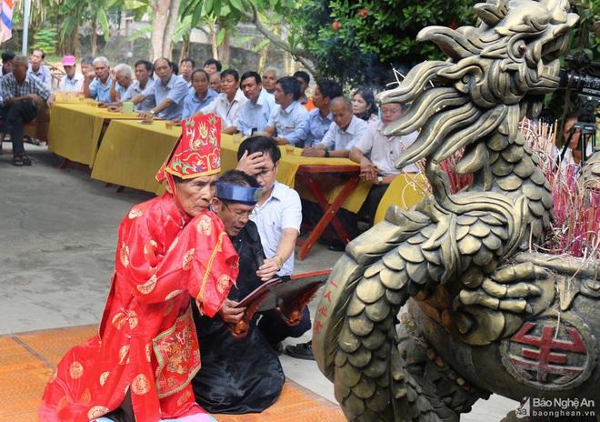 Nghệ thuật điêu khắc và báu vật gây kinh ngạc ở đền cổ Linh Kiếm - Ảnh 10.