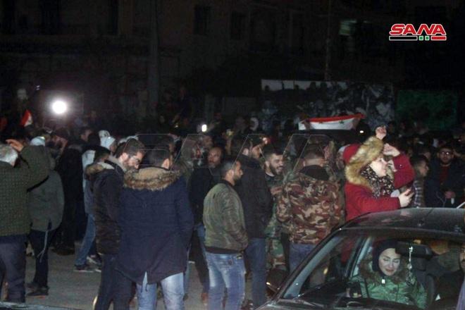 Máy bay Nga oanh tạc dữ dội mở đường, QĐ Syria đại thắng lịch sử ở Aleppo - Xe quân sự Mỹ rầm rập tiến vào Syria - Ảnh 4.