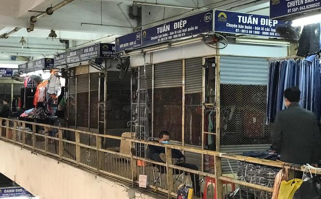 Hàng hóa bán ra giảm 80%, hàng loạt ki-ốt tại chợ Đồng Xuân nghỉ tạm thời vì dịch Covid-19