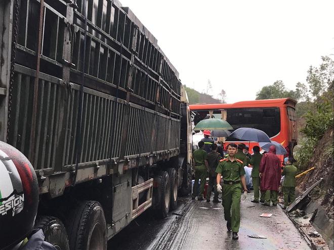 Hiện trường kinh hoàng vụ tai nạn liên hoàn khiến 1 người tử nạn, 5 người bị thương - Ảnh 3.