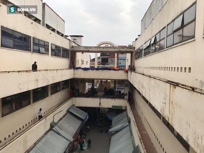 Hàng hóa bán ra giảm 80%, hàng loạt ki-ốt tại chợ Đồng Xuân nghỉ tạm thời vì dịch Covid-19 - Ảnh 2.