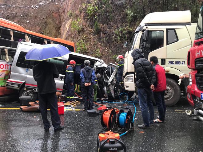 Hiện trường kinh hoàng vụ tai nạn liên hoàn khiến 1 người tử nạn, 5 người bị thương - Ảnh 5.