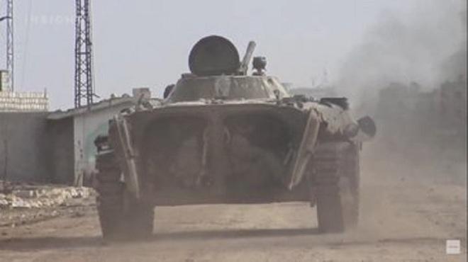 Xe tăng T-90 Syria bị phiến quân tóm sống, nghênh ngang đánh trả quân chính phủ - Ảnh 3.
