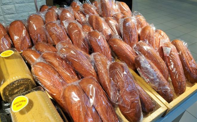 Giải cứu nông sản đợt dịch Covid-19: Hà Nội xuất hiện bánh mì thanh long 3.000 đồng/chiếc