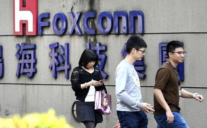 Foxconn thưởng nóng cho nhân viên chịu quay trở lại nhà máy để ráp iPhone