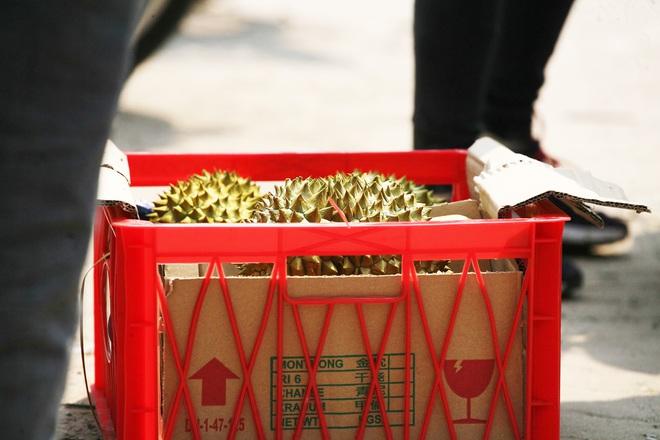14 tấn sầu riêng về Hà Nội: Treo biển kêu gọi giải cứu, bán theo combo đồng giá 450.000 đồng/8kg - Ảnh 5.
