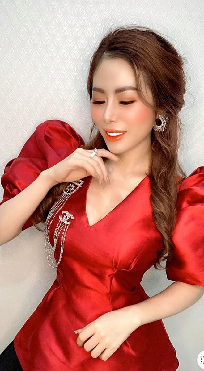 Người chị trong màn trao hồi môn 49 cây vàng cùng 2,5 tỷ cho cô dâu hóa ra là gái xinh Sài Gòn từng bị tố làm màu khi đập heo đất 1 lần mà được ngót 3 tỷ - ảnh 8