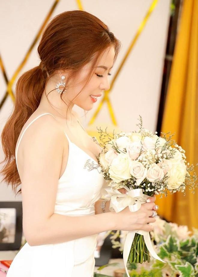 Người chị trong màn trao hồi môn 49 cây vàng cùng 2,5 tỷ cho cô dâu hóa ra là gái xinh Sài Gòn từng bị tố làm màu khi đập heo đất 1 lần mà được ngót 3 tỷ - ảnh 10