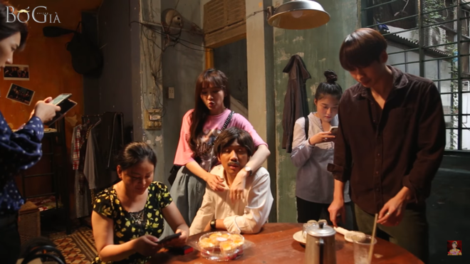 Trấn Thành đi 2 ngày không về, Hari Won tới tận trường quay thăm để mong nhìn mặt chồng - Ảnh 2.