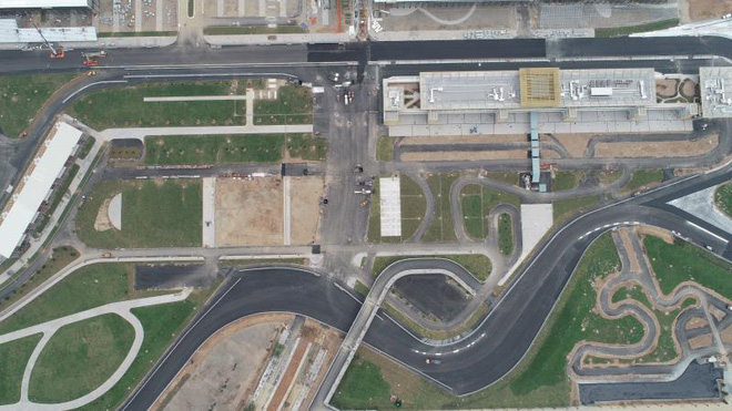 Toàn cảnh đường đua F1 trước ngày khởi tranh nhìn từ trên cao - Ảnh 3.