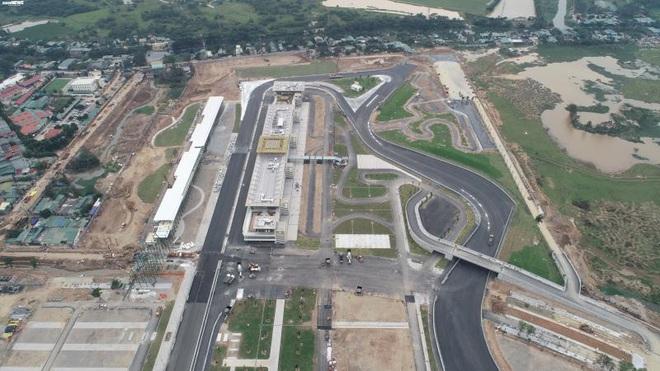 Toàn cảnh đường đua F1 trước ngày khởi tranh nhìn từ trên cao - Ảnh 7.