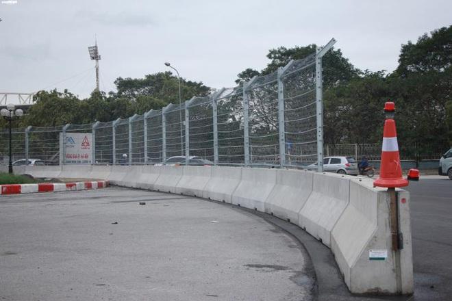 Toàn cảnh đường đua F1 trước ngày khởi tranh nhìn từ trên cao - Ảnh 4.