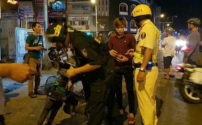 """Thanh niên dùng giấy tờ giả mạo công an """"doạ"""" CSGT lộ đường dây làm giả giấy tờ ở Sài Gòn"""