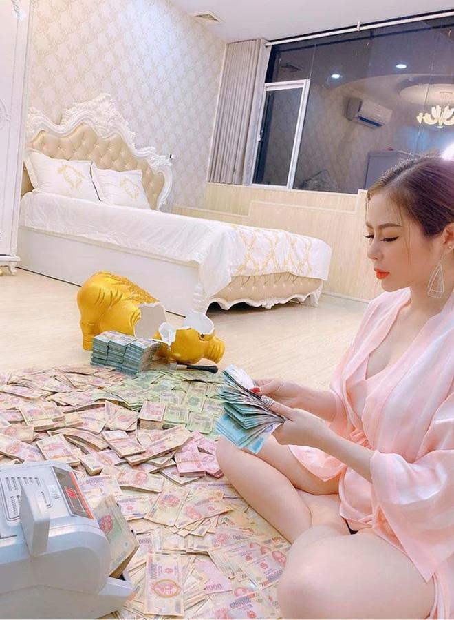 Người chị trong màn trao hồi môn 49 cây vàng cùng 2,5 tỷ cho cô dâu hóa ra là gái xinh Sài Gòn từng bị tố làm màu khi đập heo đất 1 lần mà được ngót 3 tỷ - ảnh 4