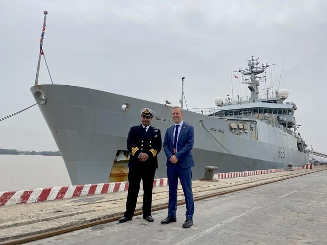 Tàu Hải quân Hoàng gia Anh HMS Enterprise đến Việt Nam - Ảnh 1.
