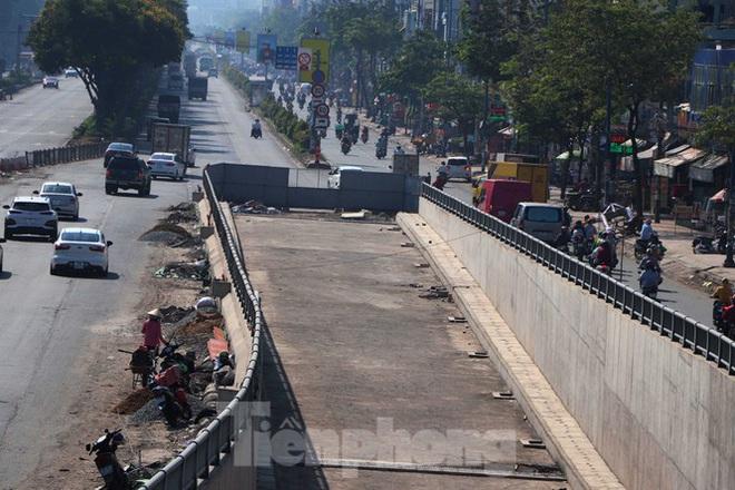 Cận cảnh nút giao thông 3 tầng giải tỏa kẹt xe cửa ngõ Sài Gòn sắp hoàn thành - Ảnh 12.