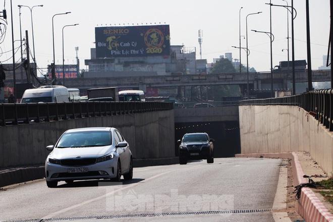 Cận cảnh nút giao thông 3 tầng giải tỏa kẹt xe cửa ngõ Sài Gòn sắp hoàn thành - Ảnh 6.