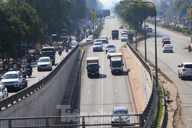 Cận cảnh nút giao thông 3 tầng giải tỏa kẹt xe cửa ngõ Sài Gòn sắp hoàn thành - Ảnh 7.