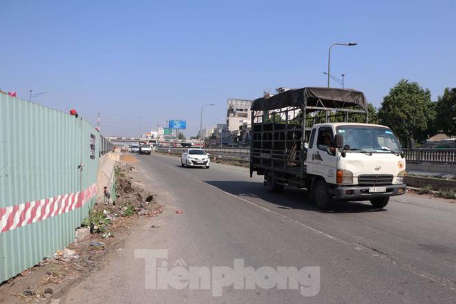 Cận cảnh nút giao thông 3 tầng giải tỏa kẹt xe cửa ngõ Sài Gòn sắp hoàn thành - Ảnh 9.