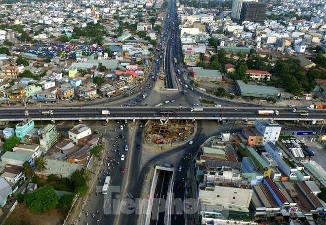 Cận cảnh nút giao thông 3 tầng giải tỏa kẹt xe cửa ngõ Sài Gòn sắp hoàn thành - Ảnh 10.