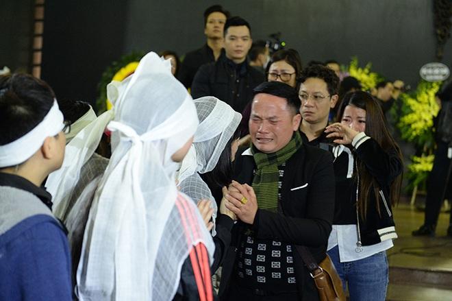 Đám tang đẫm nước mắt nghệ sĩ ưu tú Vũ Mạnh Dũng bị anh vợ sát hại - Ảnh 11.