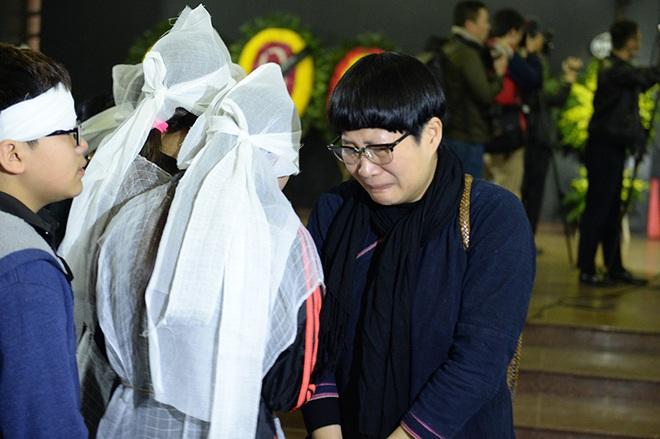 Đám tang đẫm nước mắt nghệ sĩ ưu tú Vũ Mạnh Dũng bị anh vợ sát hại - Ảnh 10.