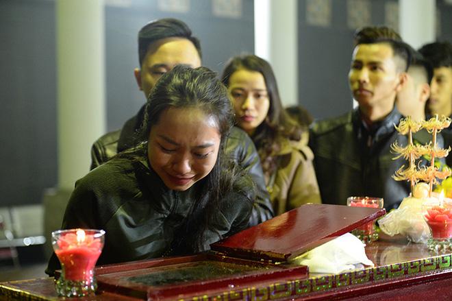 Đám tang đẫm nước mắt nghệ sĩ ưu tú Vũ Mạnh Dũng bị anh vợ sát hại - Ảnh 8.