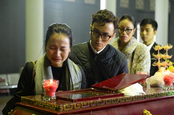 Đám tang đẫm nước mắt nghệ sĩ ưu tú Vũ Mạnh Dũng bị anh vợ sát hại - Ảnh 12.