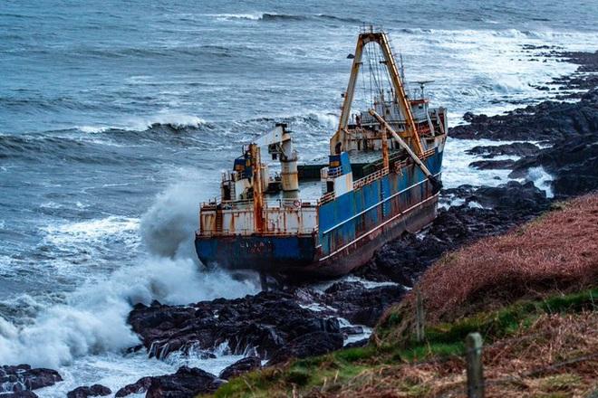 Một con tàu ma đang trôi dạt trên Đại Tây Dương - Ảnh 3.