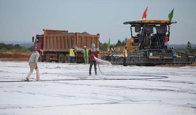 TQ xây sân bay hiện đại giữa rừng Campuchia: Điều gì đằng sau quy mô khổng lồ khác thường? - Ảnh 1.