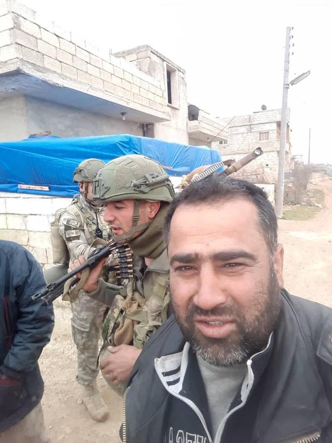 Căn cứ quân sự lớn nhất của Nga tại Syria bị tấn công; Xe bọc thép Nga-Mỹ đụng độ, gay cấn ngang phim hành động - Ảnh 2.