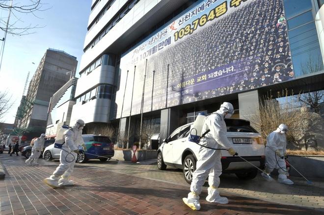 Hàn Quốc có ca tử vong đầu tiên, thành phố Daegu phát hiện người siêu lây nhiễm - Ảnh 1.