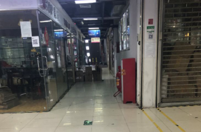 Chợ điện tử lớn nhất Trung Quốc đóng cửa vì COVID-19, thương nhân mò mẫm tìm cách sinh tồn - Ảnh 4.