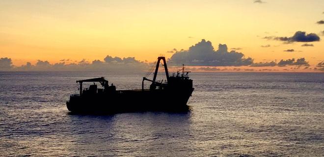 Một con tàu ma đang trôi dạt trên Đại Tây Dương - Ảnh 1.