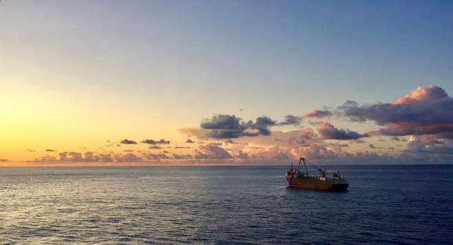 Một con tàu ma đang trôi dạt trên Đại Tây Dương - Ảnh 2.