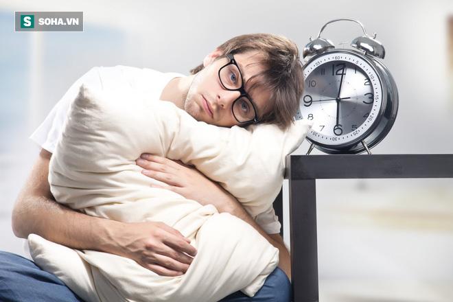 Ngủ dậy toàn thân mệt mỏi, thiếu năng lượng chỉ muốn ngủ tiếp: 6 lý do bạn nên xem lại - Ảnh 1.