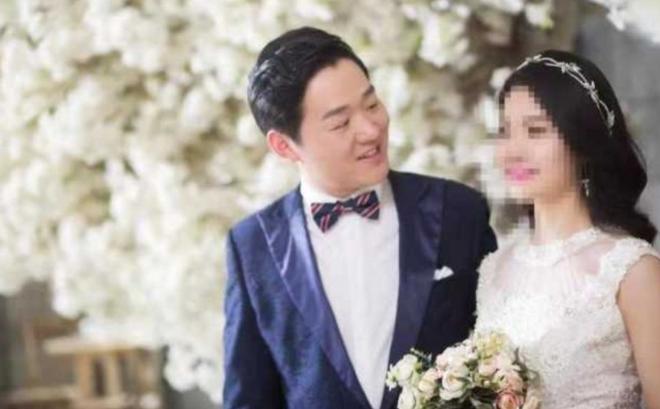 Vũ Hán: Hoãn ngày vui để chống COVID-19, bác sĩ 29 tuổi qua đời khi thiệp cưới vẫn cất trong ngăn tủ