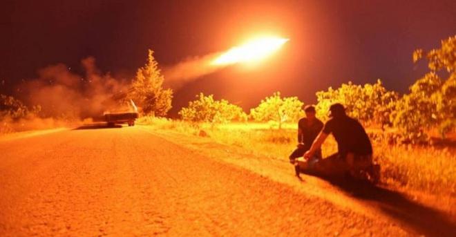 Bom chiến tranh đã xì khói: Su-24 Nga cho quân Thổ nếm mùi ở Syria - Đức, Pháp khẩn cấp lên tiếng - Ảnh 1.