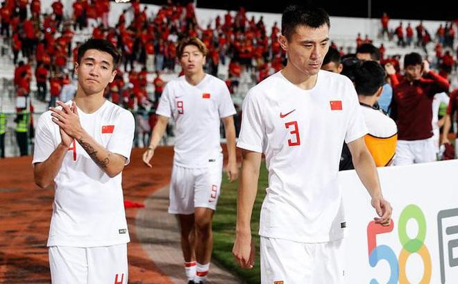 """Báo Hàn Quốc: """"Sự bám đuổi của bóng đá Việt Nam là điều khiến Trung Quốc lo sợ"""""""