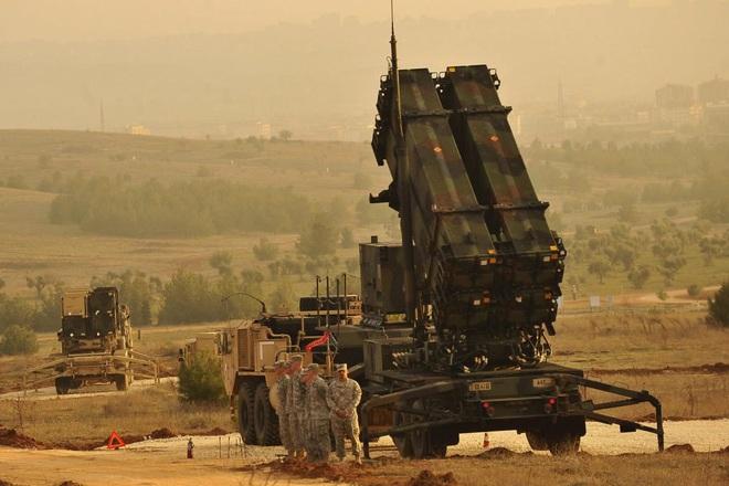 Bị Nga đánh cho tan nát, Thổ Nhĩ Kỳ cầu viện Mỹ mang tên lửa Patriot đến Syria - Ảnh 1.
