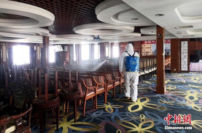COVID-19 ảnh hưởng du lịch, TQ quyết định tận dụng du thuyền sang trọng làm nơi ở cho các y bác sĩ ở Vũ Hán - Ảnh 6.