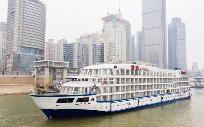 """COVID-19 ảnh hưởng du lịch, TQ quyết định """"tận dụng"""" du thuyền sang trọng làm nơi ở cho các y bác sĩ ở Vũ Hán"""
